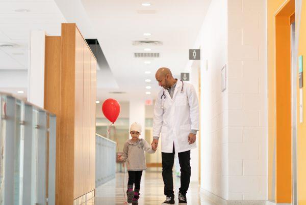 La Fundación DKMS, el GobLab UAI y la Escuela de Psicología de la UAI están realizando una encuesta para generar un informe con lo datos obtenidos sobre el impacto de las enfermedades onco-hematológicas en pacientes pediátricos desde la perspectiva del grupo familiar.